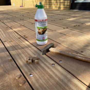 Billede af en Cumaru træterrasse med skjulte skruer. Her er skruerne nemlig proppede.
